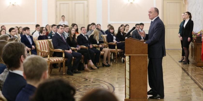 губернатор Дубровский студенты